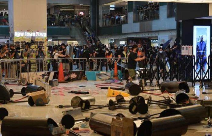 Hong Kong Protesters smashed the rail station