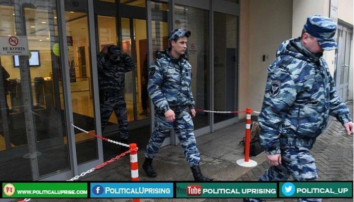 Russian police raid Vladimir Putin top critic