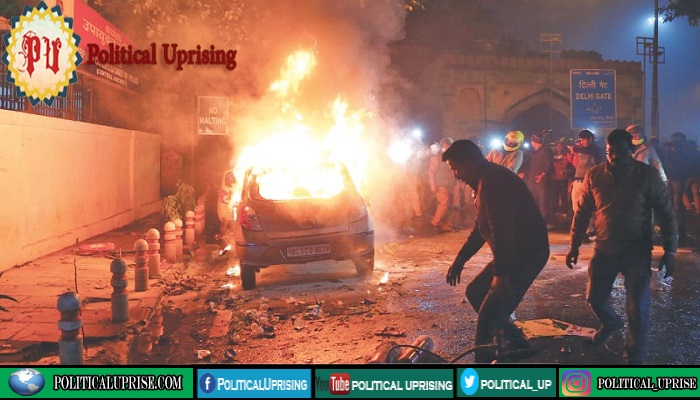Mosque in New Delhi set ablaze as death toll from protests rises