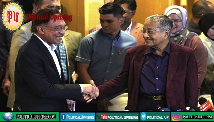 Mahathir Mohamad backs new candidate for prime minister