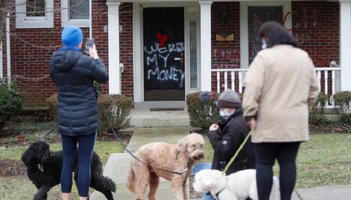 Protesters vandalize US legislators homes