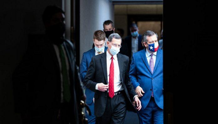 Dissatisfied Republicans weigh to split