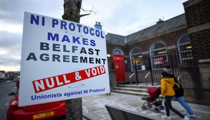Irish loyalist paramilitaries withdraw support for peace deal
