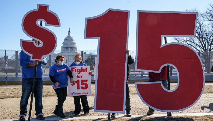 US to raise minimum wage to $15 for contractors